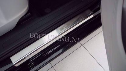 Afbeeldingen van Rvs instaplijsten Dacia sandero 2008-2013