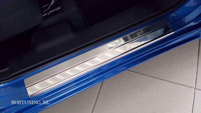 Afbeeldingen van Rvs instaplijsten Mazda 3 2003-2008